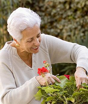 Elderly resident enjoying the best short term rehab in friendswood, tx